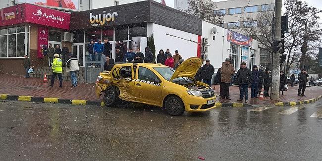 doi pensionari care mergeau cu un taxi au murit  u00eentr